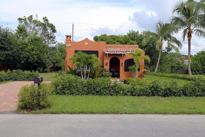 1928 Spanish Casa close to Atlantic Ave & Beach
