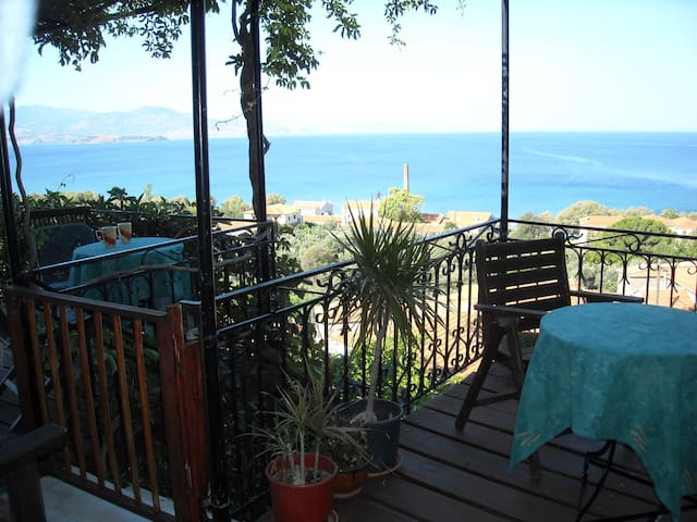 Palm Tree House ( Molyvos Village )