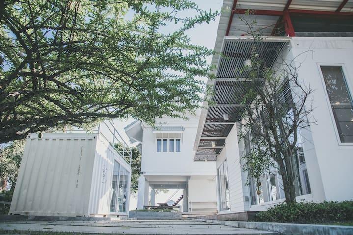 Chez Pipli: Baan Song Nam บ้านสองน้ำ