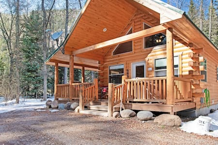 Homey cabin w/private hot tub, deck & grill - near National Forest
