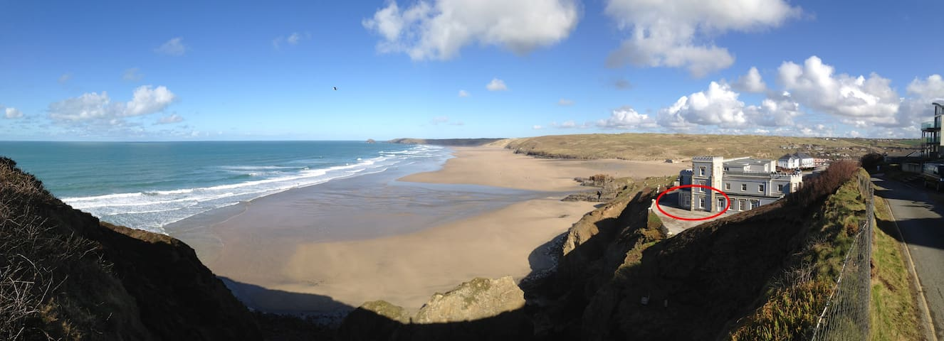 Clifftop flat overlooking beach - Perranporth - Apartment