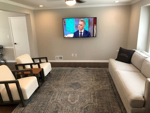 Private Room in Newly Renovated Home Overland Park