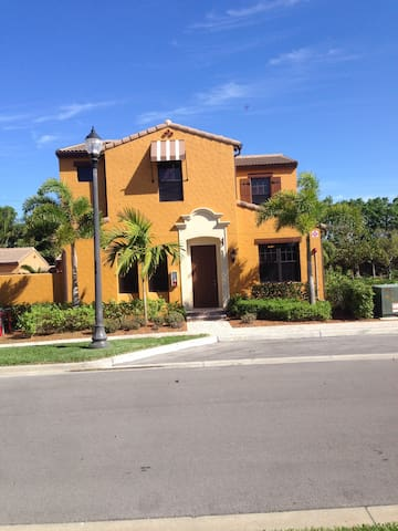 Great casita in the heart of Naples Florida.