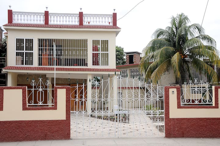 Hostal Raquel: House or rooms for rent