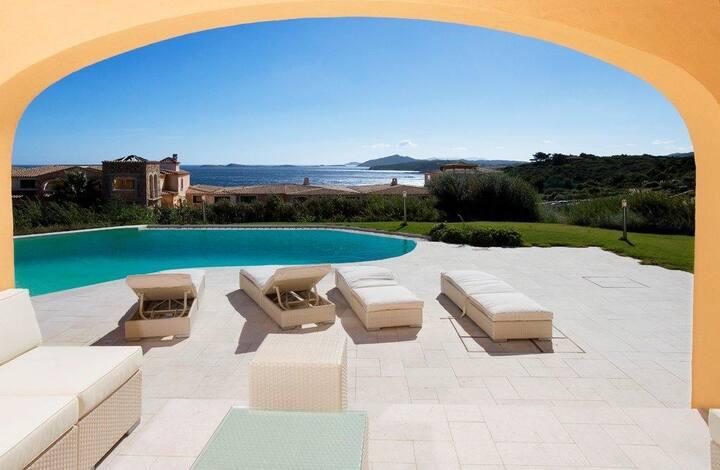 Villa con piscina a due passi dal mare