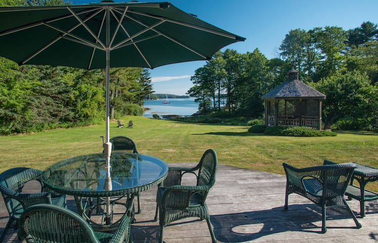 Waterfront Colonial in East Boothbay - Boothbay - Hus