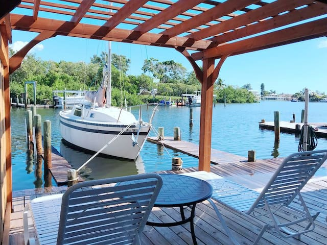 Sea Waves in Anna Maria with private dock