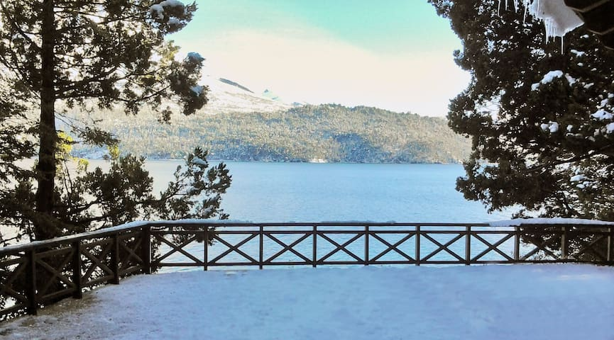 Rancho del Lago, en la costa del Lago Gutierrez