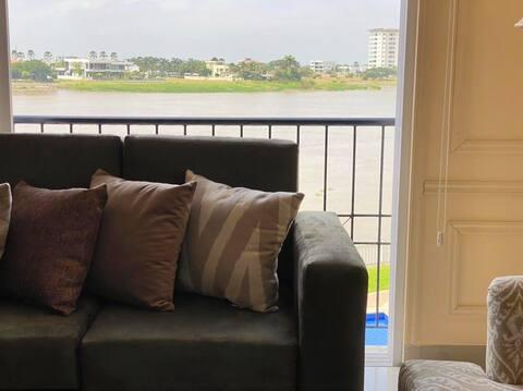 River House Wohnung mit Blick auf die Via Samborondón!
