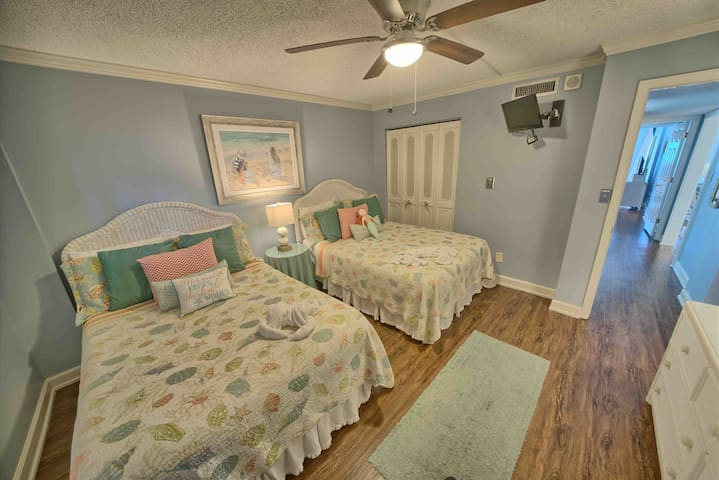 2nd bedroom equipped with 2 full size beds and an ottoman that lets out into a twin size Tempur-pedic mattress. Cable TV also in room