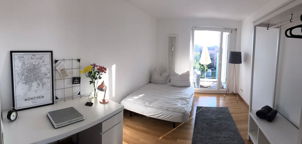 Cosy private room & wc close to public transport