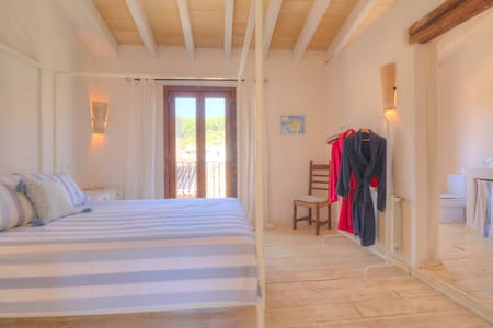 Beautiful double bedroom with terrace in Pollensa