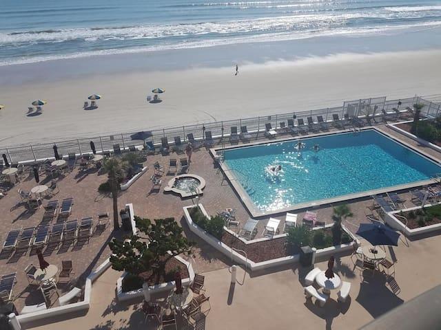 One Bedroom Ocean View Luxury Condo, Daytona Beach (A750)
