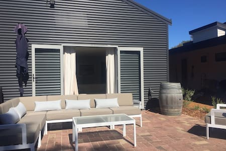 Unique Australian Shed Style House - Dunsborough - Gästehaus