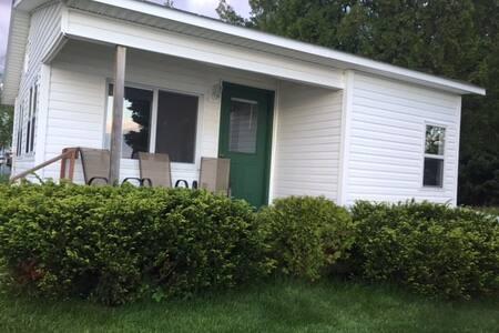 Upper Peninsula Lakeside Cottage