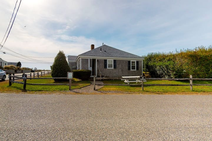 Two cottages 300 feet from the beach w/ grills & outdoor showers - dogs welcome!