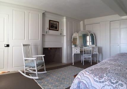 The Friendship Room -Cedarhillfarmbnb - Essex - Bed & Breakfast