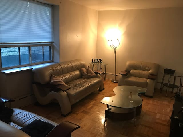 Home Away From Home, Nice Queen Bed ,Near airport