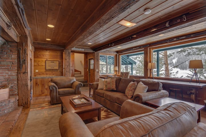 Spacious Squaw Valley Cabin by Ski Lifts - Olympic Valley - Cabaña