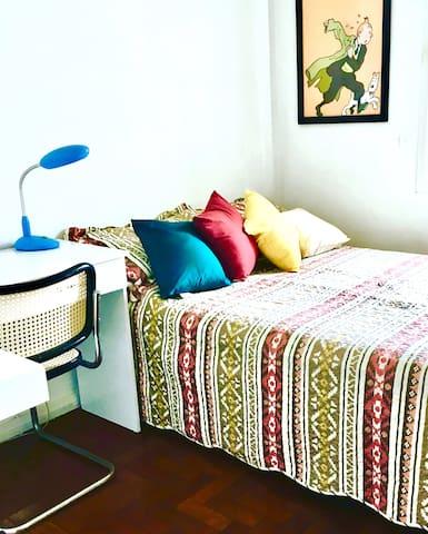 Pinheiros/Faria Lima, suite espaçosa,charm de vila