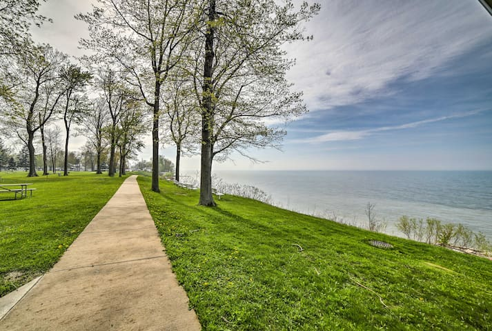Geneva Cottage w/ Patio - Steps from Lake Erie!