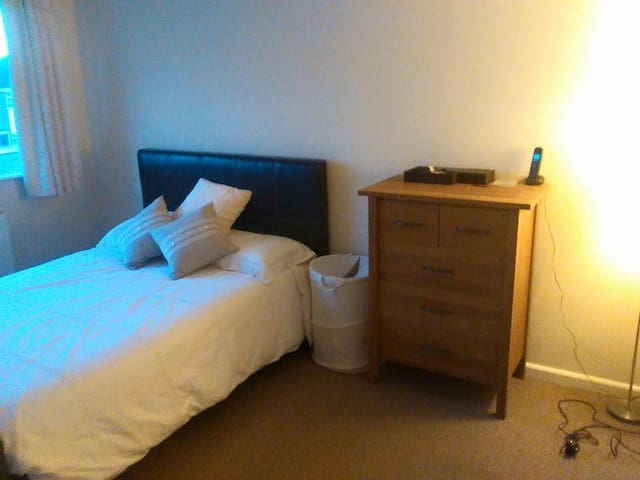 Double room close to town centre - Chelmsford - Huis