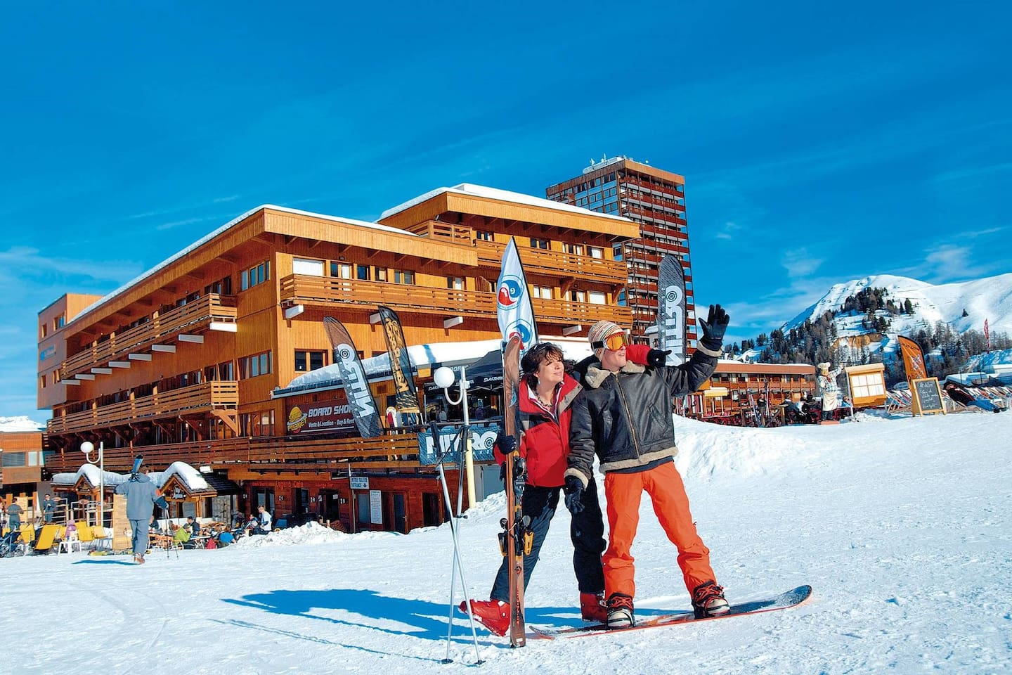 Be the first to the ski lifts thanks to the ski-in/ski-out location.