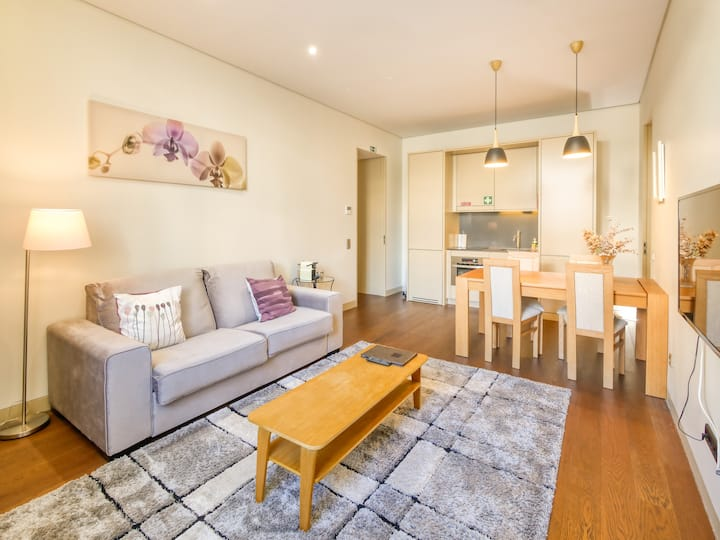 Fully Furnished T2 By Time-Out Market, 1 year rent
