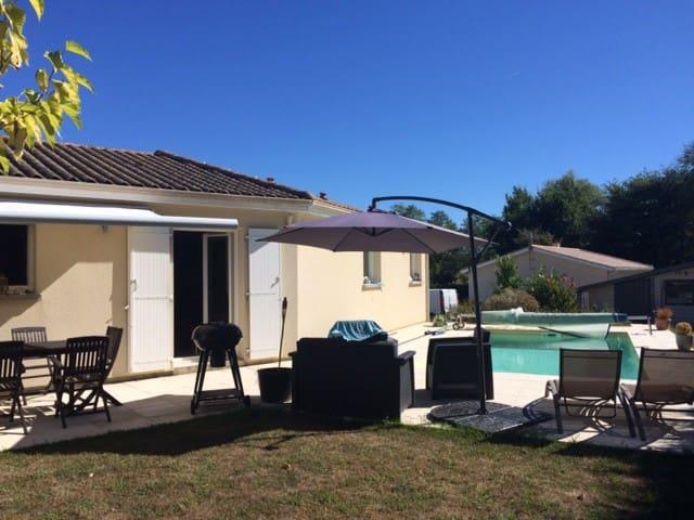 Maison 3 chambres avec piscine proche bordeaux - Beychac-et-Caillau - House