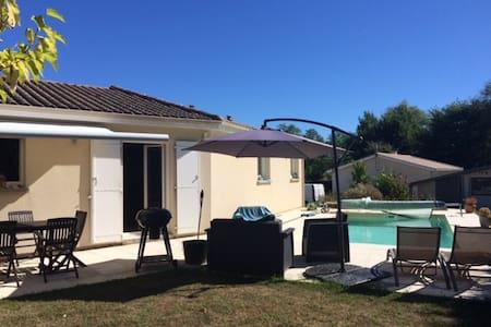 Maison 3 chambres avec piscine proche bordeaux - Beychac-et-Caillau - 独立屋