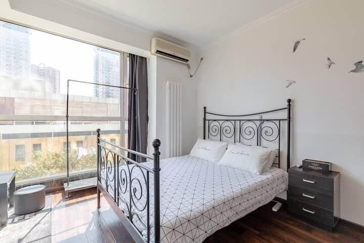 黑白简约空间-双井地铁口-富力城高级公寓(可长租,有优惠)