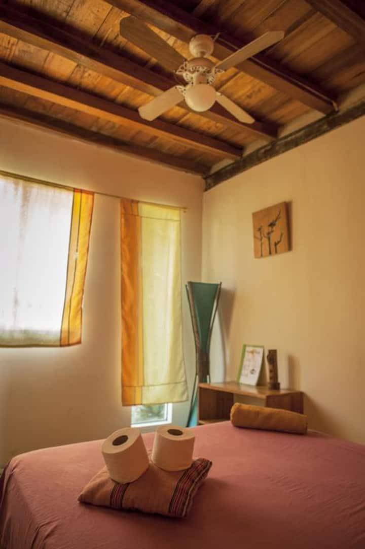 Private room w/bathroom-Hab Matrimonial con baño*