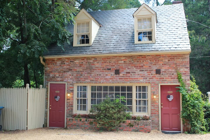 Private 2BR Cottage with Breakfast - Cedars B&B
