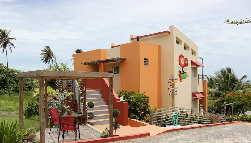 Oceanfront LOFT sleeps  2-4 people @ Fusion Beach - Isabela - Byt