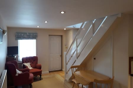 Annexe in walking distance of Marlborough High St
