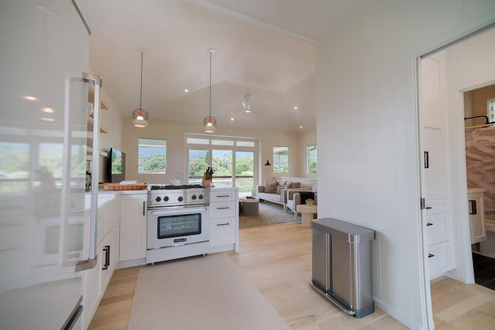 Hawaii Life Rentals presents Modern Cottage in Hanalei, Steps to the Beach! - Hanalei Beachfront Cottage