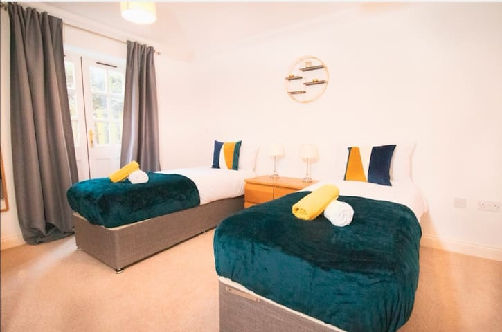 Large master bedroom with on suite and acess to the garden.