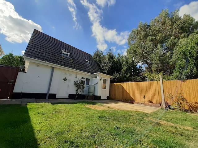 studio aprtment minutes from West Wittering beach