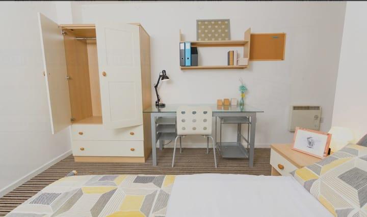Student Only Property: Stunning Premium Range 1 Non En-Suite - LOS 12 months 10% off