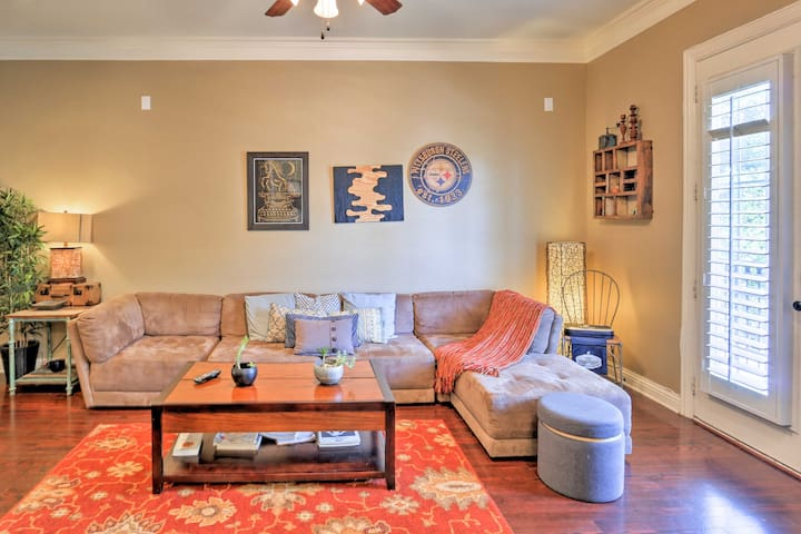 The 2,000 Sq. Ft. rental is within walking distance of Lower Greenville Avenue!