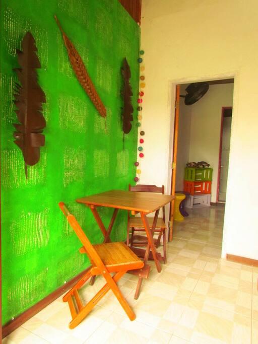Sala e entrada do quarto
