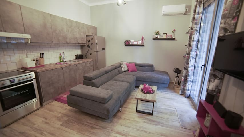 D16 Central Athens cosy apartment by Acropolis