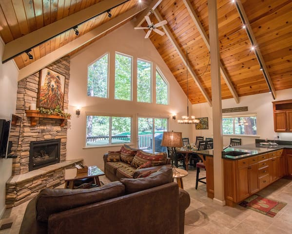 Whimsy.  Luxury Home in Blue Lake Springs