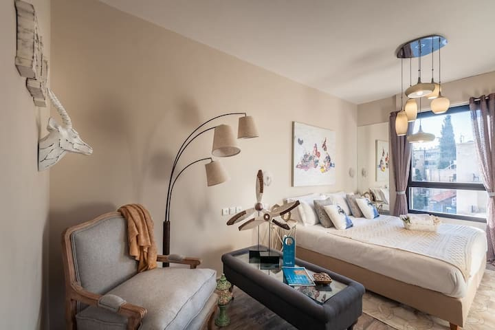 King David Studio/Pool/Parking in city center