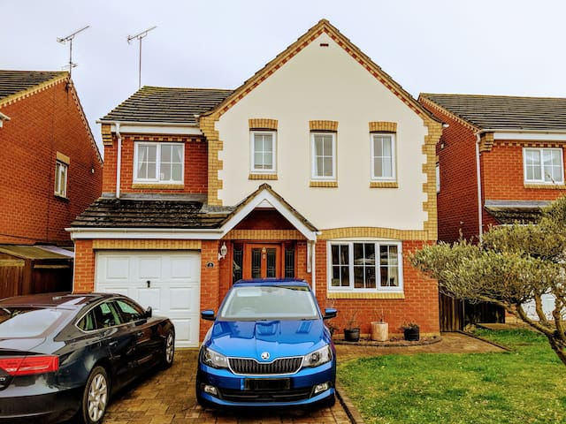 Double bedroom in Daventry home
