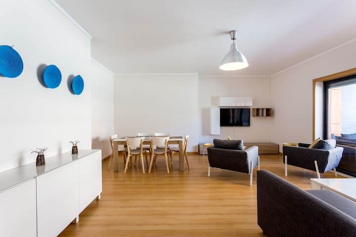 Spacious 2 bed modern flat in a superb location