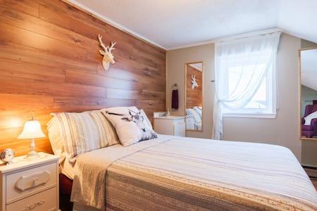 Au Gite de la Chute(chambre #2) - Baie-Sainte-Catherine - Bed & Breakfast