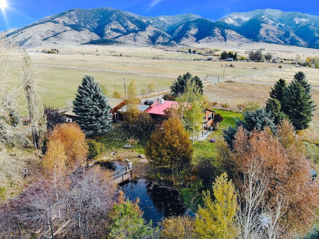 Large Groups, Mountain Views, &  Ponds on 5 acres