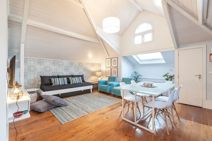 Charming Attic Apartment + Free Parking