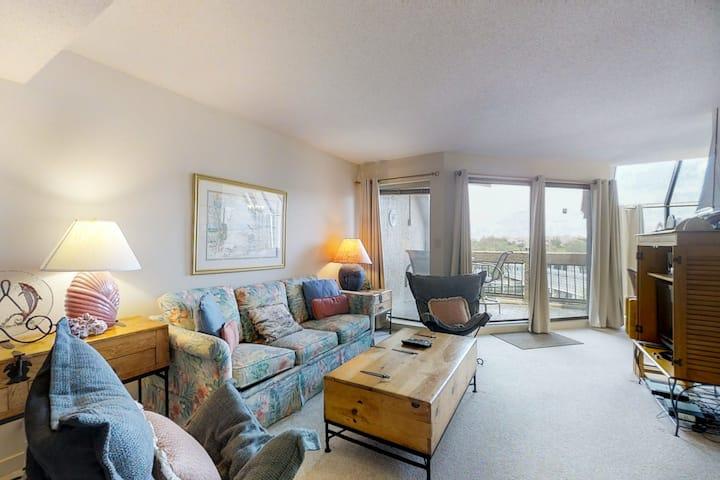 Unique condo w/ bay view, balcony & spiral staircase - great location!